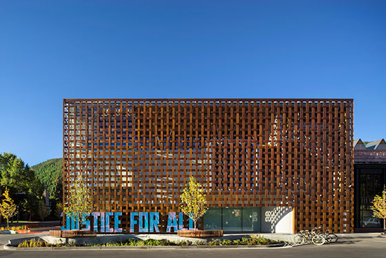 17 Sep 2014, Aspen, Colorado, USA --- Aspen Art Museum, Aspen, United States. Architect: shigeru ban architects, 2014. Woven wooden cladding made from Prodema, a composite of resin and paper. --- Image by © Nic Lehoux/VIEW/Corbis